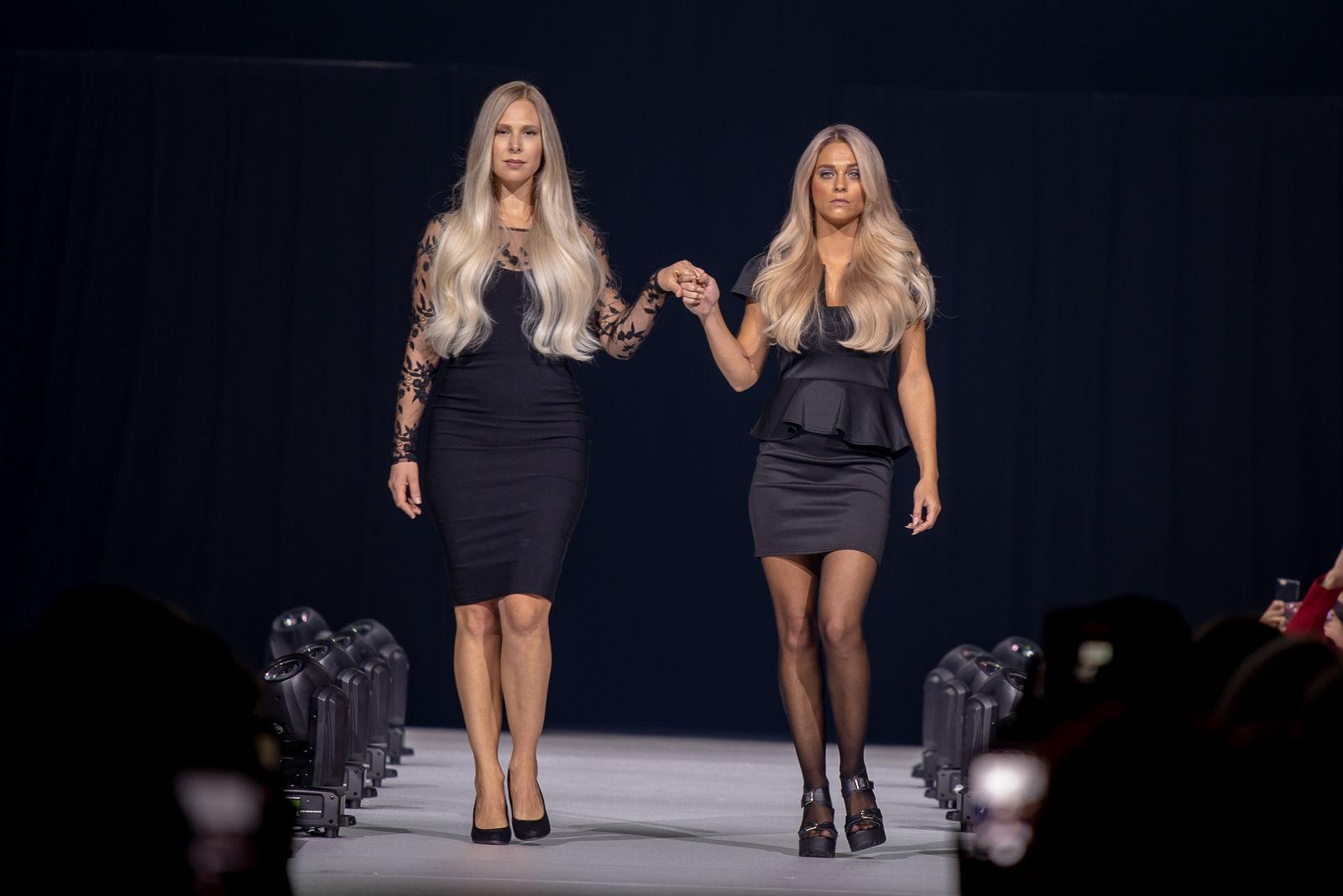 Fotografie event Guy Tang twee modellen lopen op de catwalk